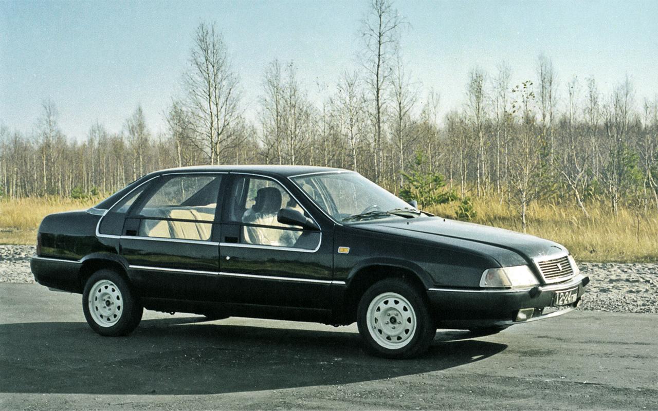 На фото: © История глупых законов. Как в России чиновникам запретили ездить на иномарках (1997-й г.), автор: Basmach