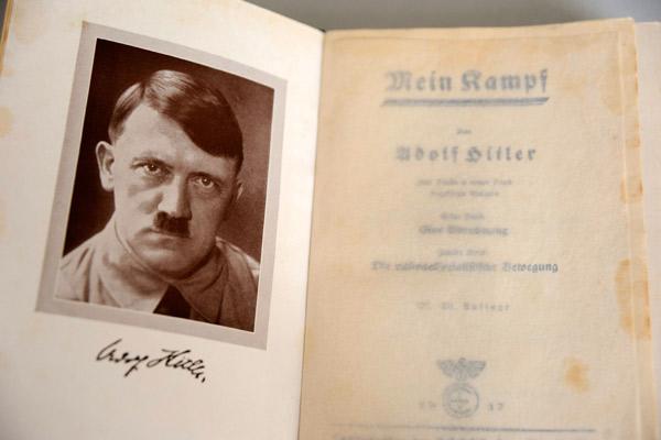 На фото: Раскрыта тайна биографии Адольфа Гитлера, автор: admin