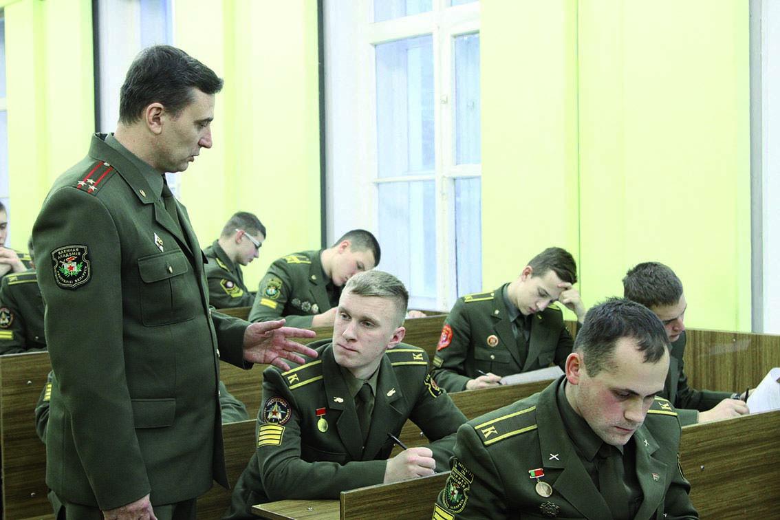 На фото: Для выпускников военных вузов быть лучшим - не самоцель. Цель - быть полезным стране (мнение), автор: Poletaeva