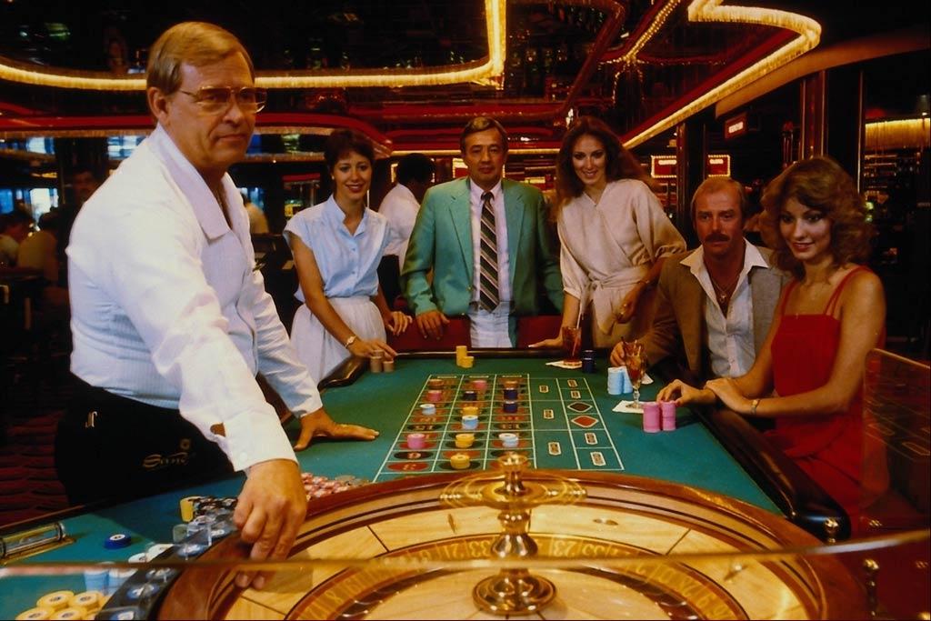 На фото: © Счастливчики или жертвы азарта? Большие деньги - большие проблемы, очень большие (история), автор: Komissarov