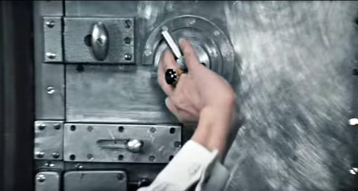 На фото: Железная дверь в одном минском подъезде (фельетон), автор: admin