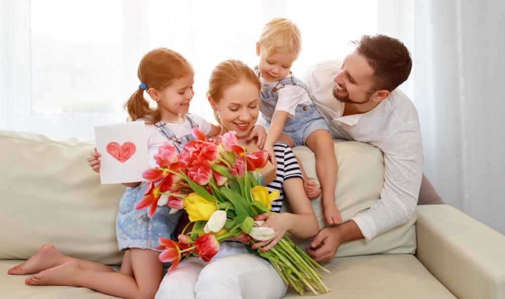 На фото: Какие цветы выбрать, а каких избегать на День матери?, автор: admin