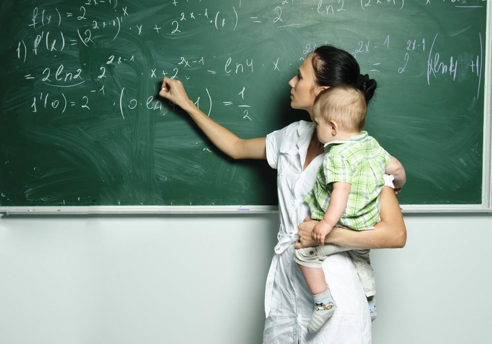 На фото: Роль матери и студентки - можно ли их совместить?, автор: admin