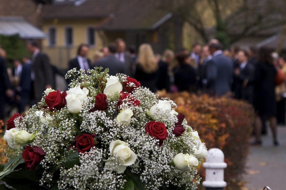 На фото: Похороны, как уход от мирской жизни, автор: admin