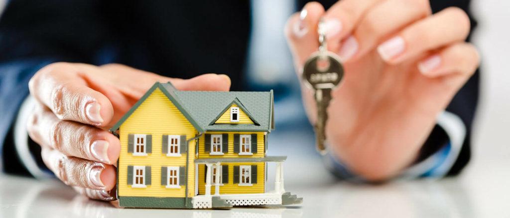 На фото: Как лучше продавать квартиру: самостоятельно или через агентство?, автор: admin