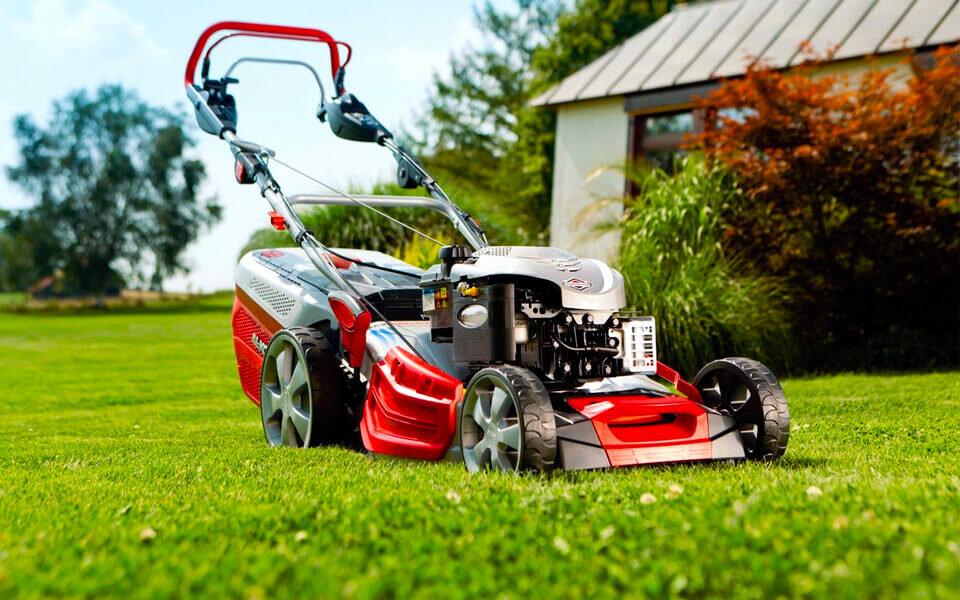На фото: Как выбрать газонокосилку для дачи?, автор: admin