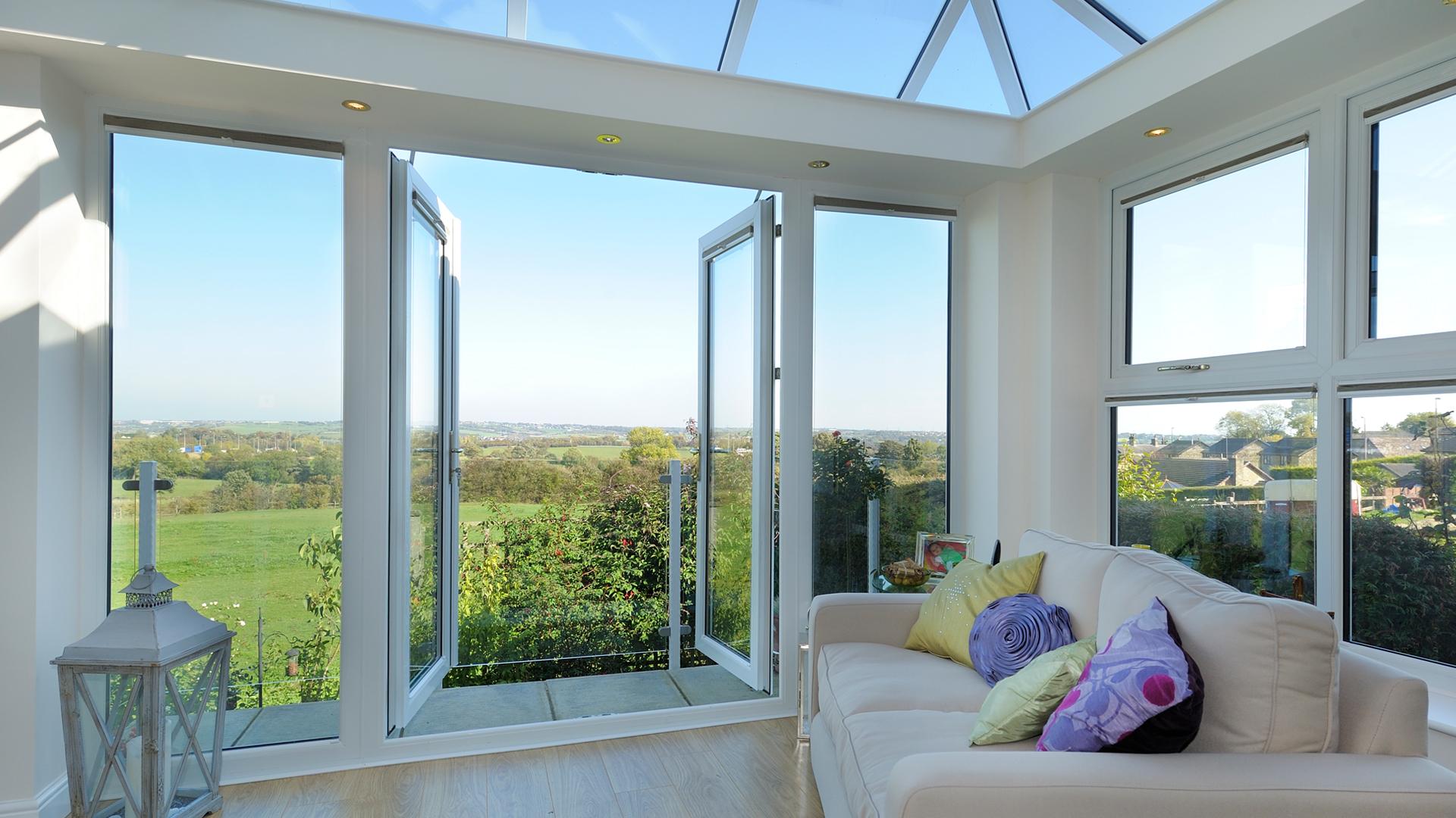 На фото: Деревянные или пластиковые окна? Сравнение характеристик, автор: admin